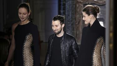 Anthony Vaccarello était directeur artistique de sa propre marque depuis 7 ans.