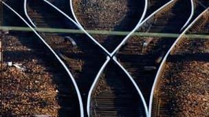 La grève des cheminots se poursuit ce samedi pour la quatrième journée consécutive sans grandes conséquences sur le trafic, à l'exception du Sud-Est de la France, selon la SNCF. /Photo d'archives/REUTERS/Vincent Kessler