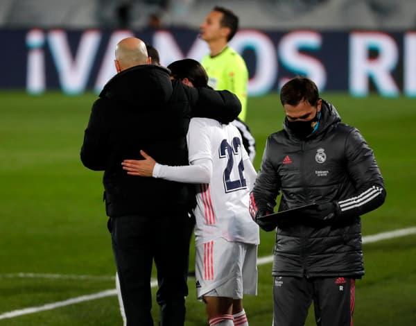 Zinedine Zidane et Isco de dos