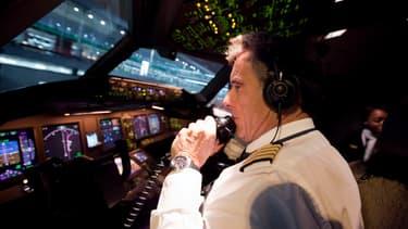 Les pilotes d'Air France qui accepteraient d'aller sur Transavia se verraient octroyer de juteuses primes.