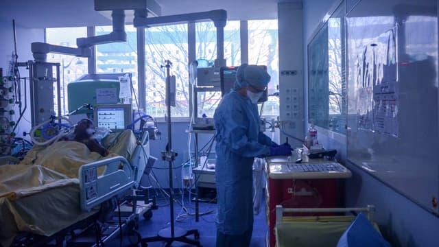 Les hôpitaux de Paris surchargés en cette période d'épidémie de coronavirus.