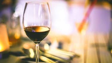Verre de vin rouge. (illustration)