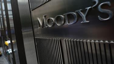 """Moody's abaisse la note de la France d'un cran sur fond de """"faible croissance""""."""