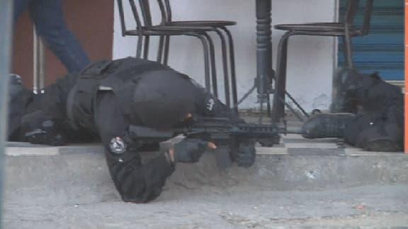 """Près de 50 personnes ont été tuées, dont 28 terroristes, ce lundi, dans une attaque jihadiste """"coordonnée"""" à Ben Guerdane, en Tunisie, près de la frontière libyenne."""