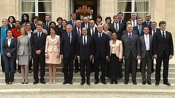 L'équipe gouvernementale continue d'appliquer à la lettre les consignes formulées par François Hollande à la veille des congés de fin d'année.