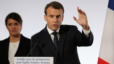 Marlène Schiappa et Emmanuel Macron lors du discours présidentiel sur l'égalité hommes-femmes comme grande cause du quinquennat, le 25 novembre 2017.