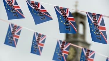Le texte de 1200 pages qui encadre désormais les relations commerciales entre le Royaume-Uni et l'Union européenne devra être adopté avant le 31 décembre 23h00 GMT.