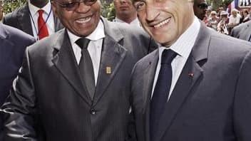 Nicolas Sarkozy accueille le président sud-africain Javob Zuma à Nice. La place de l'Afrique dans la gouvernance mondiale, la paix et la sécurité du continent mais aussi les grands dossiers internationaux comme le réchauffement climatique domineront les t