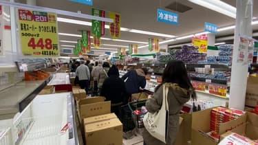 Les Japonais se ruent dans les supermarchés par crainte du confinement