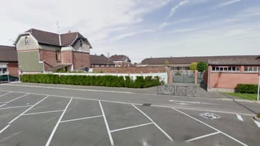 L'enfant est scolarisé à l'école primaire à Bruay-sur-l'Escaut
