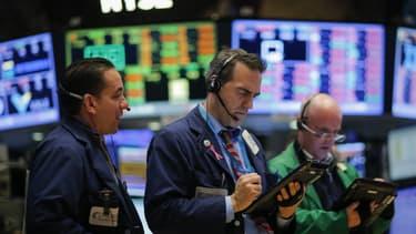 Wall Street a amorcé un beau redressement hier, dans le sillage des cours du pétrole. Les indices européens devraient en profiter ce matin.