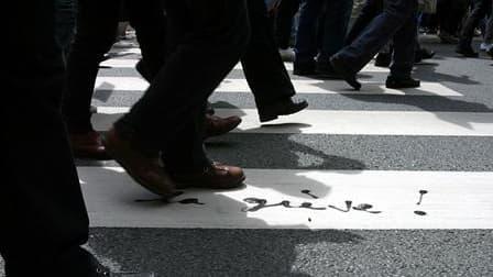 Les transports s'annoncent peu touchés jeudi en France par la journée de grève et de manifestations lancée par six syndicats pour demander le maintien de la retraite à 60 ans. /Photo d'archives/REUTERS/Christine Grunnet