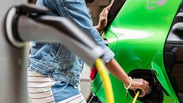 Constructeurs automobiles, banques, compagnies d'assurances ou fournisseurs d'énergie offrent tous aux automobilistes écolos. (image d'illustration)