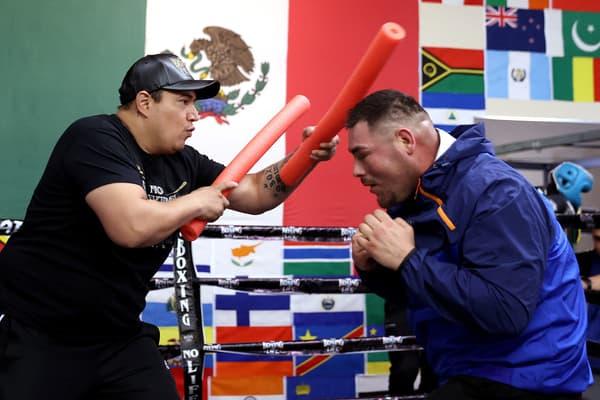 Andy Ruiz Jr (à gauche) et son nouvel entraîneur Eddy Reynoso