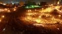 """Les affrontements de ces trois derniers jours en Egypte entre forces de l'ordre et manifestants réclamant une transition démocratique ont fait au moins 33 morts lors de scènes de violence rappelant le pire de la """"révolution du Nil"""". /Photo prise le 21 nov"""