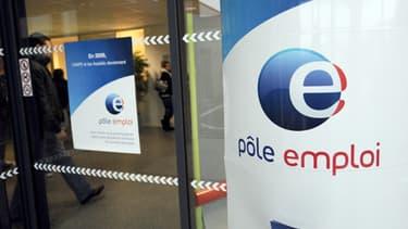 En tenant compte des DOM, Pôle emploi recensait 4,9 millions de demandeurs d'emploi, en incluant ceux ayant une activité réduite.