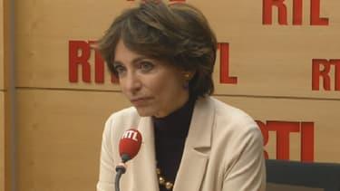 Marisol Touraine refuse de stopper les essais cliniques après la mort d'un patient à Rennes.