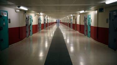 La contrôleuse générale des lieux de privation de liberté prône la légalisation de l'usage des téléphones en prison.