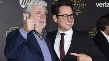 """George Lucas et J. J. Abrams à l'avant-première de """"Star Wars"""", en décembre 2015."""