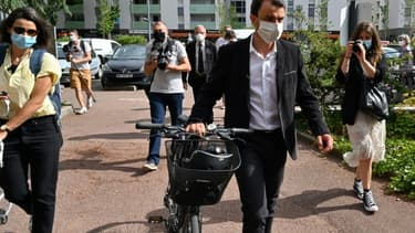 Le candidat écologiste Grégory Doucet arrive pour voter au second tour des municipales, le 28 juin 2020 à Lyon