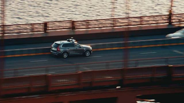 Uber teste depuis 2016 des voitures autonomes en partenariat avec Volvo.