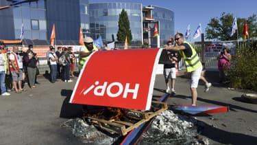 Manifestation de salariés devant le siège de Hop!, le 30 juillet 2020 à Nantes