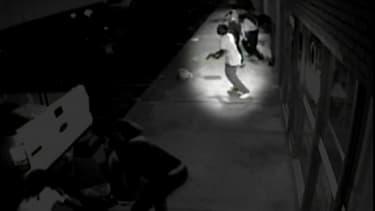 Cette image de vidéosurveillance laisse apparaître Tyrone Harris une arme à la main ce qui accrédite la thèse de la police après les affrontements de Ferguson dimanche