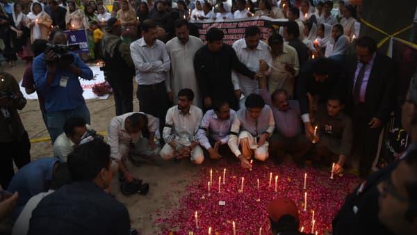 Veillée d'hommage aux victimes de l'attentat, le 28 mars, à Lahore.