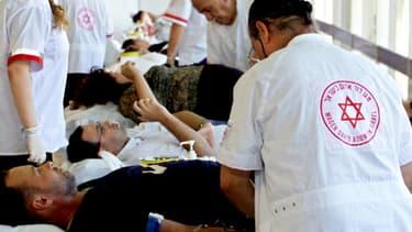 Un centre de don du sang établi par la Magen David Adom, équivalent israélien de la Croix-Rouge, à Tel Aviv