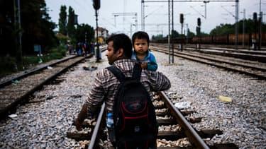 """Le parti Les Républicains a demandé au président François Hollande d'organiser, """"au plus vite, une réunion de crise"""" avec la chancelière allemande Angela Merkel et les différents Etats européens, pour """"sortir du chaos migratoire"""" - Lundi 18 janvier 2016"""