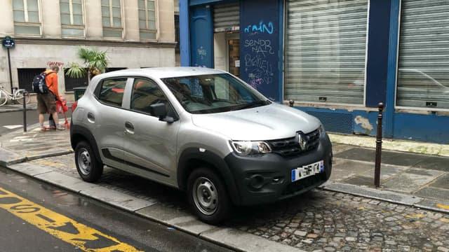 Renault a développé la citadine low-cost Kwid spécifiquement pour le marché indien, où elle fait un carton. Elle sera bientôt commercialisée aussi au Brésil, et dans d'autres marchés. En voir une dans les rues de Paris n'est donc pas monnaie courante.