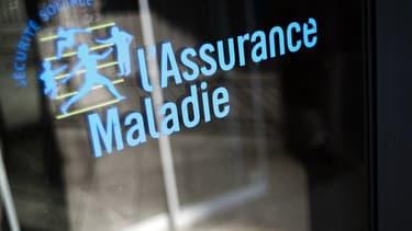 """La sénatrice (UDI) Nathalie Goulet et la députée (LREM) Carole Grandjean suggèrent de """"limiter la durée des cartes Vitale"""", en particulier """"si l'assuré quitte le territoire"""""""