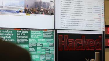 Des écrans de contrôle au centre opérationnel de l\'ANSSI.