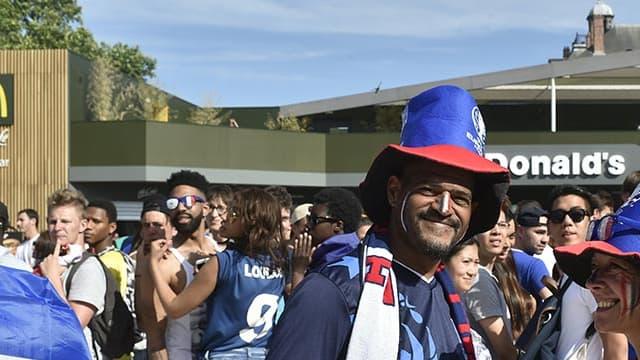 A deux heures du coup d'envoi de la finale de l'Euro, France-Portugal, la fanzone du Champ de Mars à Paris affiche complet.