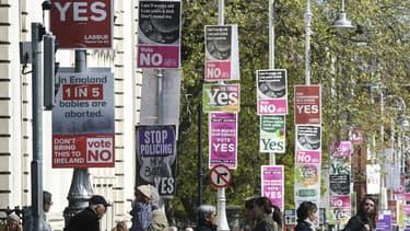 Des affiches de campagne dans le cadre du référendum sur l'avortement à Dublin, le 12 mai 2018.