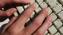 La mère d'un garçon de 13 ans habitué des sites sociaux sur internet a réussi à piéger un pédophile présumé qui a été mis en examen le week-end dernier à Montpellier (Hérault). /Photo d'archives/REUTERS