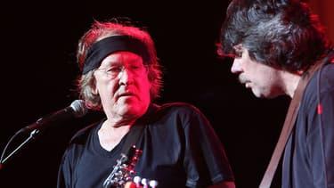 Paul Kantner (à gauche) et Slick Aguilar, des Jefferson Airplane, en concert à Woodstock en 2009, pour célébrer les 40 ans du festival.