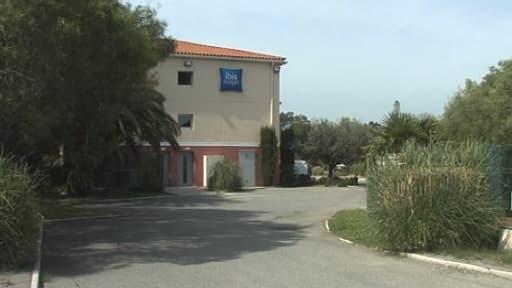 L'homme et la fillette ont été retrouvés morts dans cet hôtel, en bord de route.