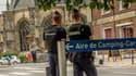 Des policiers près de l'église Saint-Pierre de Roye, le 31 août 2015.