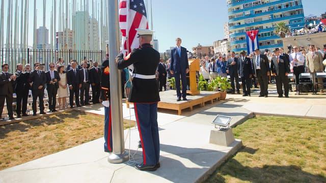 Le drapeau américain a été hissé vendredi devant l'ambassade des Etats-unis à Cuba, lors d'une cérémonie en présence du secrétaire d'Etat John Kerry.