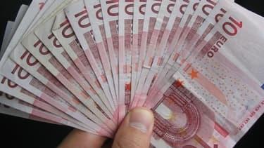 2082 euros: voilà le seuil qui définit le salaire net moyen d'un Français