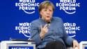 Angela Merkel a mis de côté les négociations politiques allemandes pour un déplacement à Davos.