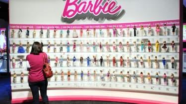 """Mattel lance la poupée Barbie """"ingénieure en robotique"""", pour moderniser son image"""