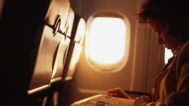 Air France nie catégoriquement vouloir se débarrasser des journaux papier.