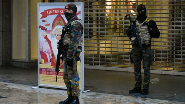 Des militaires déployés au centre-ville de Bruxelles, le 21 novembre.