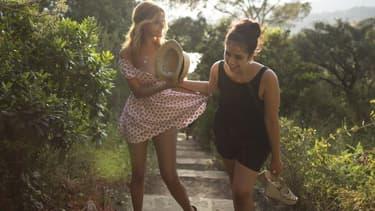 """Zahia Dehar (à gauche) sur une première photo de """"Une fille facile"""""""