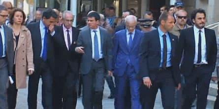 Manuel Valls sur les lieux du drame, à Paris, jeudi.
