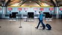 Un passager dans le hall vide de l'aéroport de Lyon-Saint-Exupéry, le 15 septembre dernier.