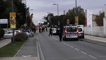 Trois personnes ont été blessées dans la collision, qui s'est produite devant une école de commerce à Blagnac
