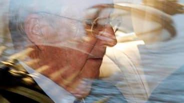 Le roi Albert II a demandé samedi au ministre belge des Finances, Didier Reynders, de jouer les médiateurs pour mettre fin à la crise politique entre partis néerlandophones et francophones qui menace de faire éclater la coalition gouvernementale. /Photo p
